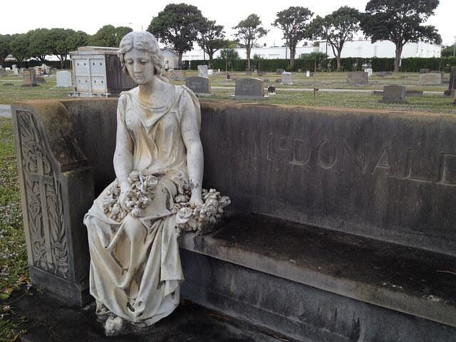 graveyard-2821200_640
